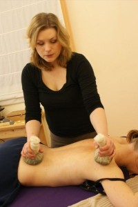 Puur health & beauty - Kruidenstempelmassage
